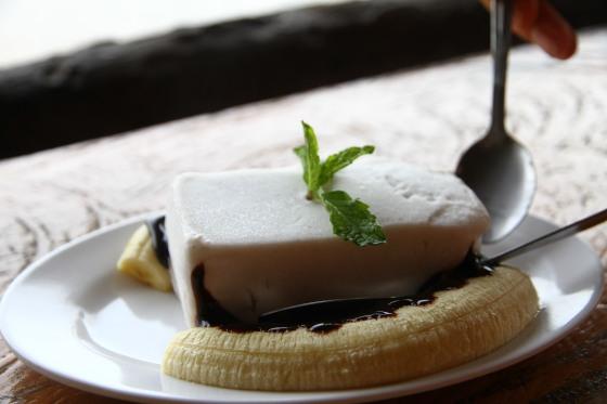 Coconut ice cream banana split